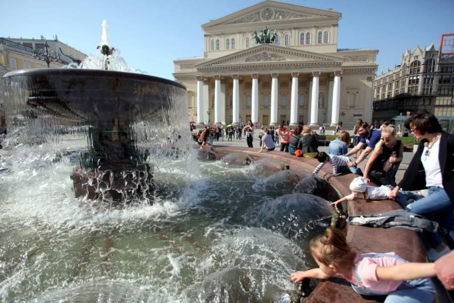 Запуск фонтанов в Москве отложили