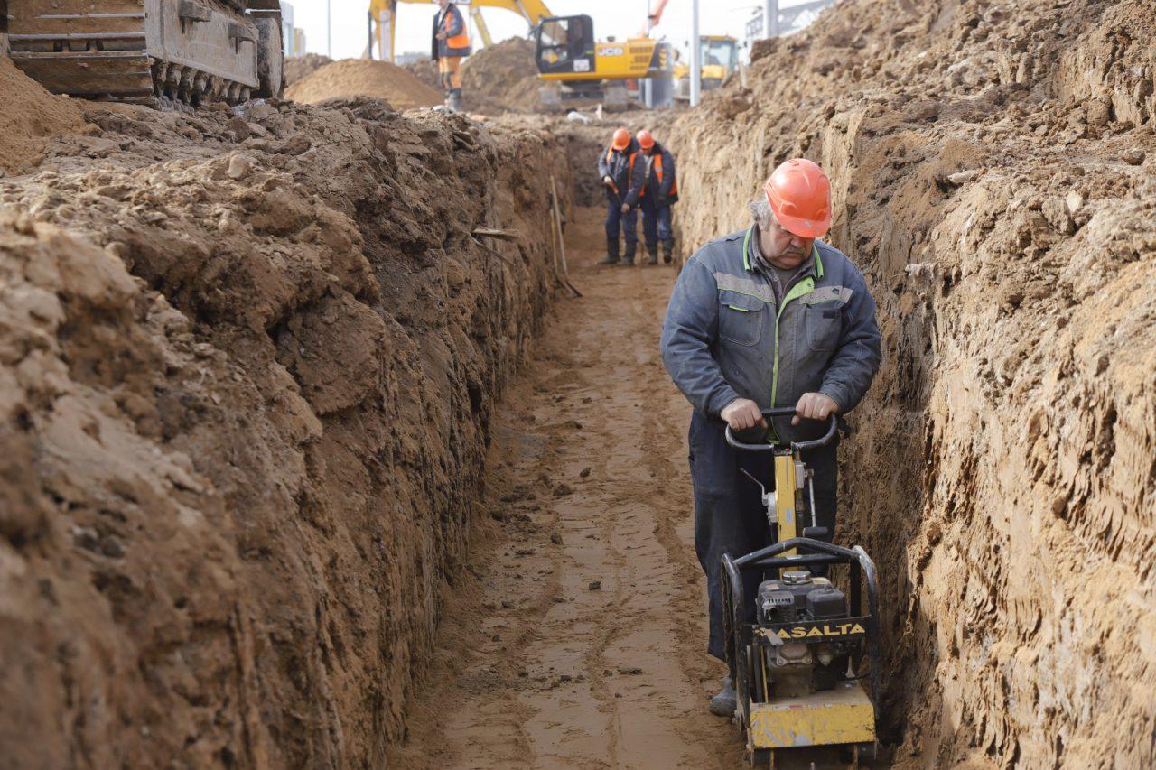 Специалисты приступили к очистке от загрязненного грунта в районе платформы «Москворечье»