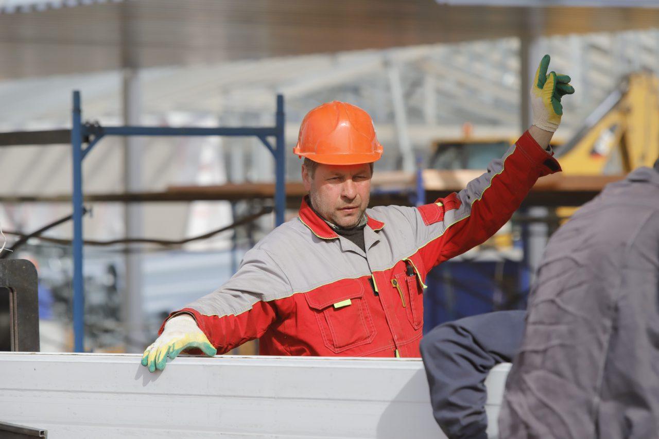Рабочие приостановленных строек в Москве будут получать зарплату