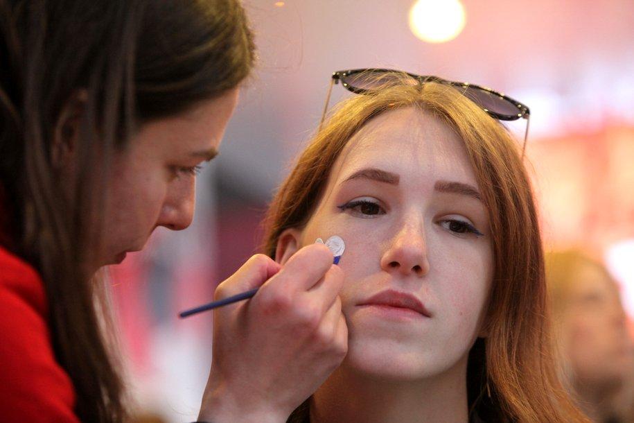 Столичные власти разрешили работать салонам красоты с медицинской лицензией