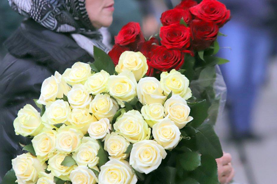 На Новодевичьем кладбище установили памятник Элине Быстрицкой