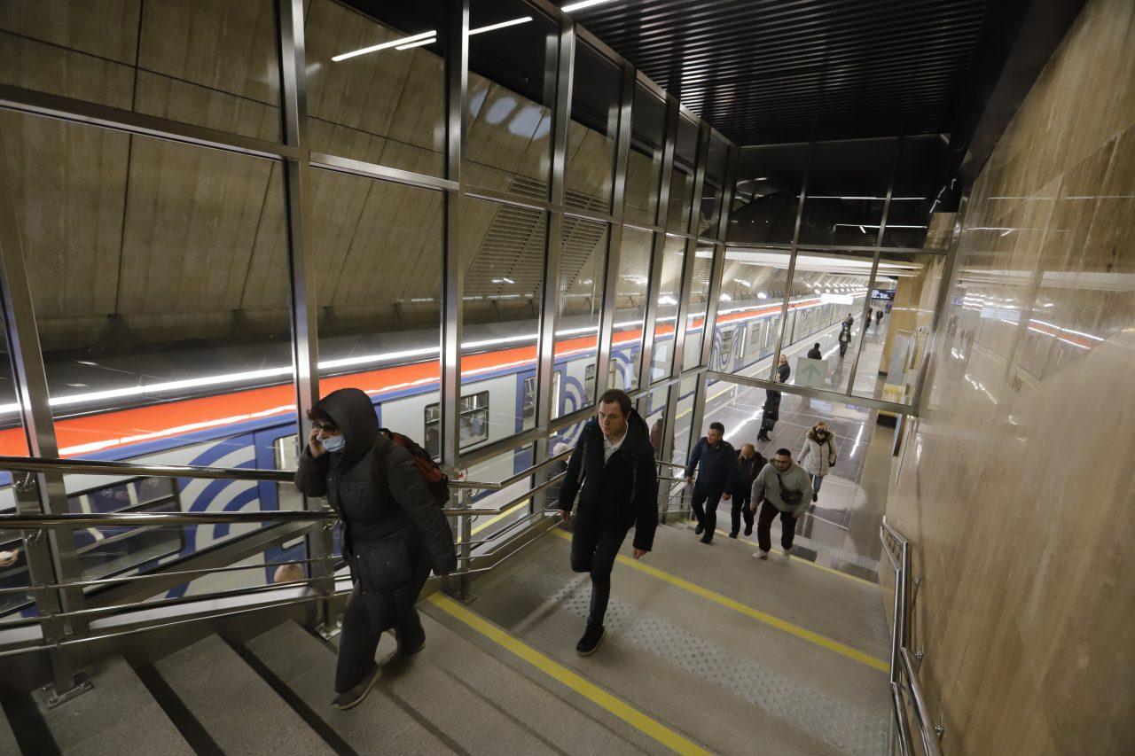 Установку автоматических санитайзеров начали на станциях столичного метрополитена