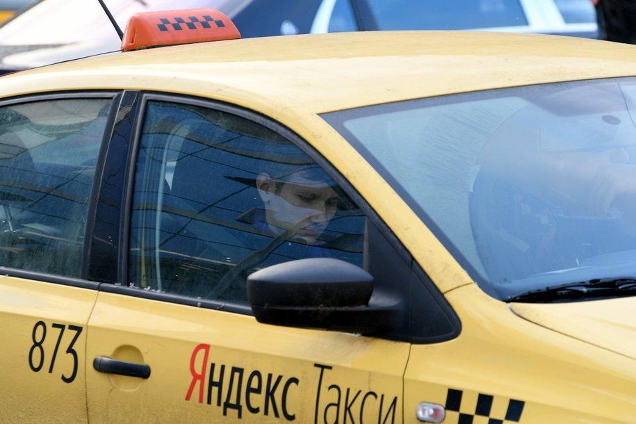 Столичные таксисты ежедневно проводят около 150 тысяч проверок цифровых пропусков
