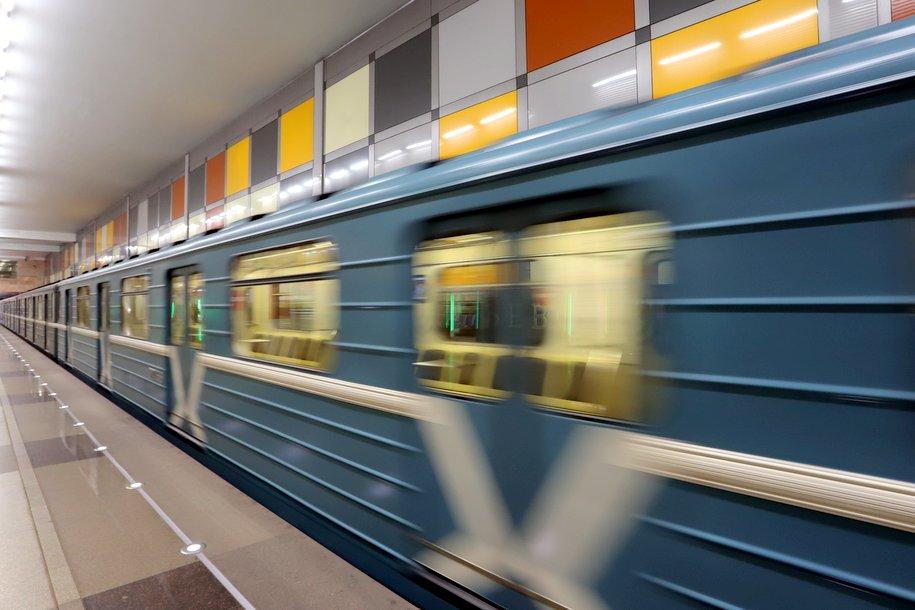 Правила проезда в транспорте столицы дублируются на четырех иностранных языках на экранах в вагонах метро