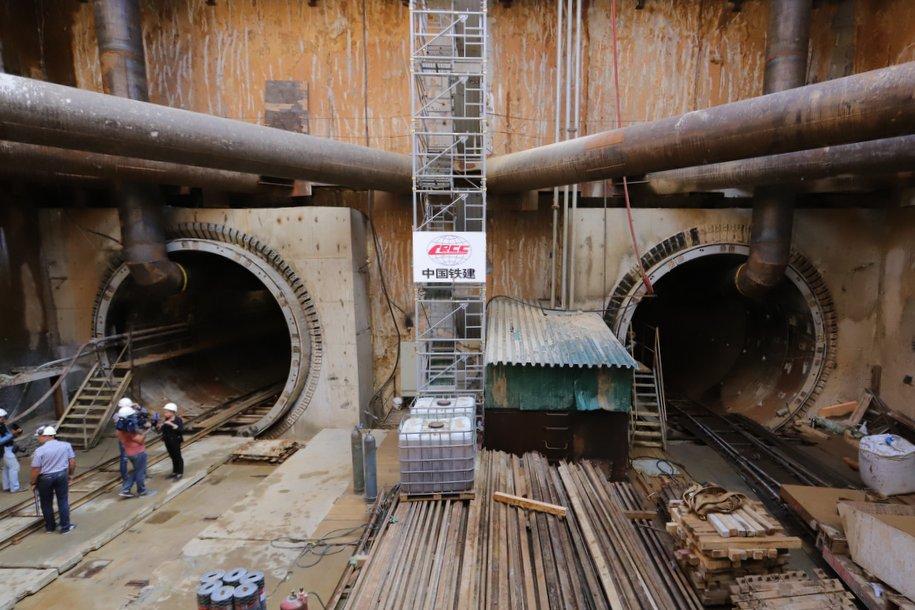22 проходческих комплекса одновременно строят тоннели московского метро