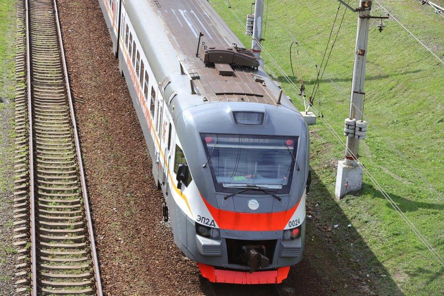 Пригородные поезда и платформы готовят к летнему сезону