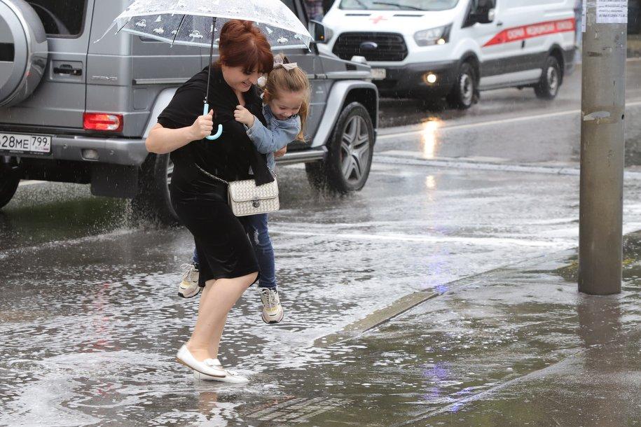Городские службы оперативно устраняют последствия ливневых дождей в Москве