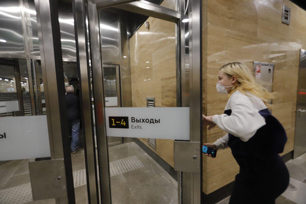 98% пассажиров московского метро надели маски утром 26 мая