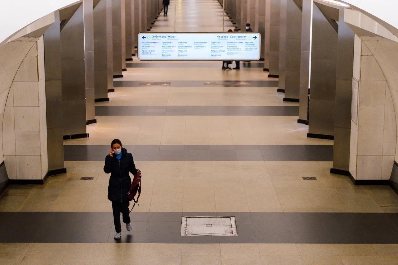 Тысячу антисептиков подарили пассажирам 10 станций метро