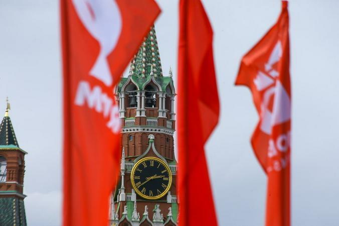 Ко Дню Победы Москву украсили флагами и декоративными конструкциями