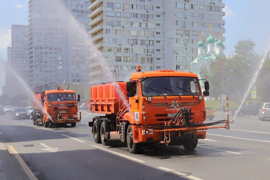 В Москве провели очередную дезинфекцию дорог и общественных пространств