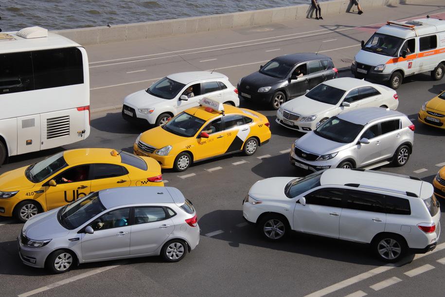 Загруженность столичных дорог оценивается в 3 балла