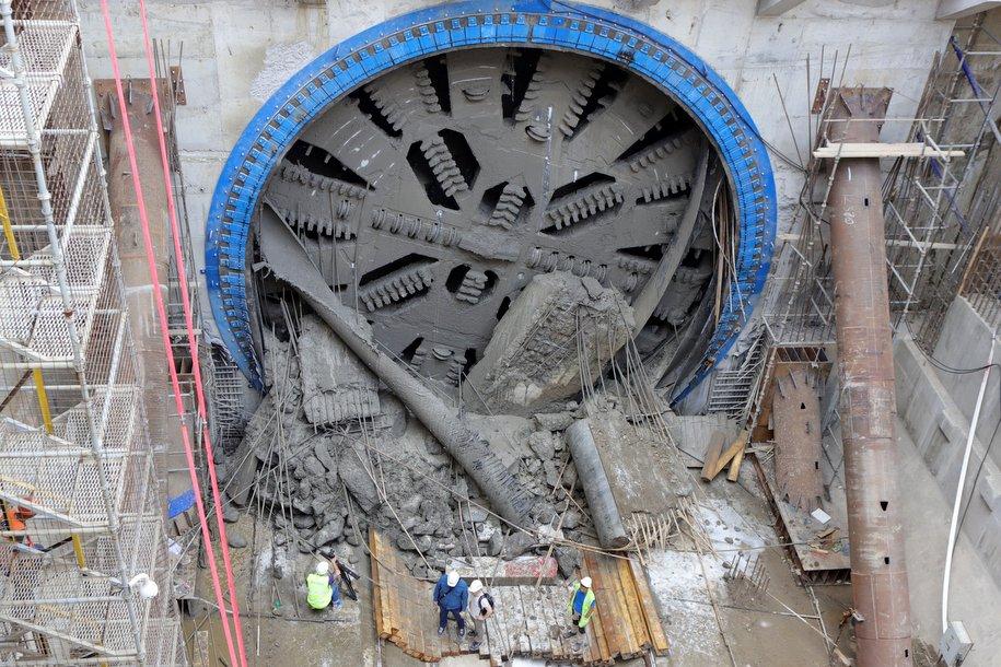 Первый тоннель построен на новом участке салатовой линии метро