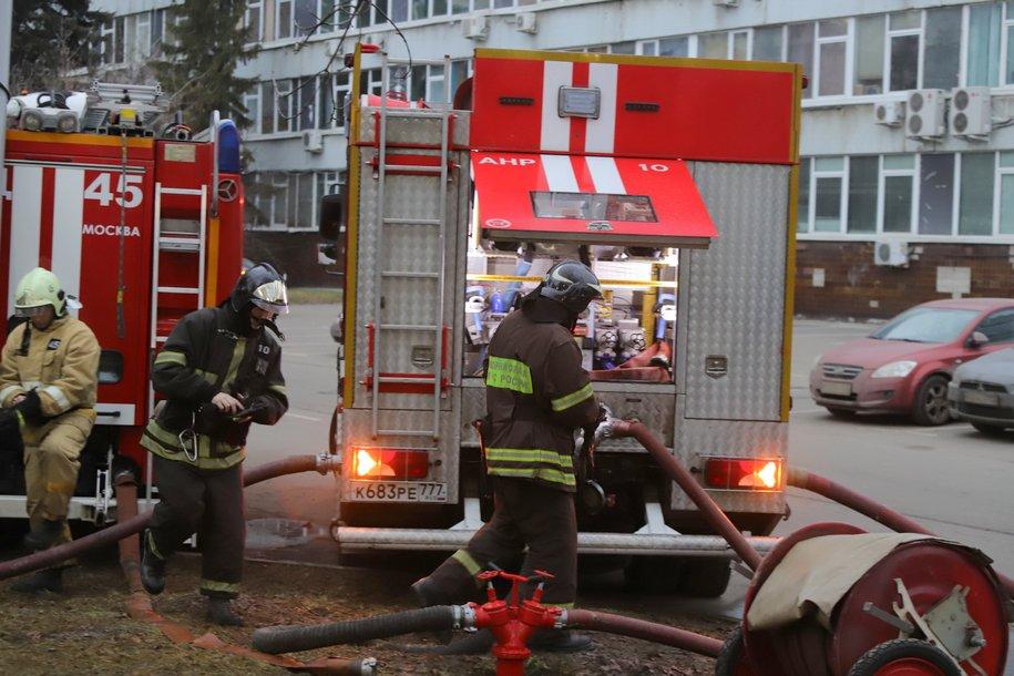 Три человека пострадали в результате пожара в доме на северо-востоке Москвы