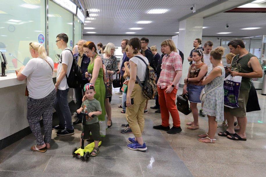 Контролером-кассиром московского метро впервые стал мужчина