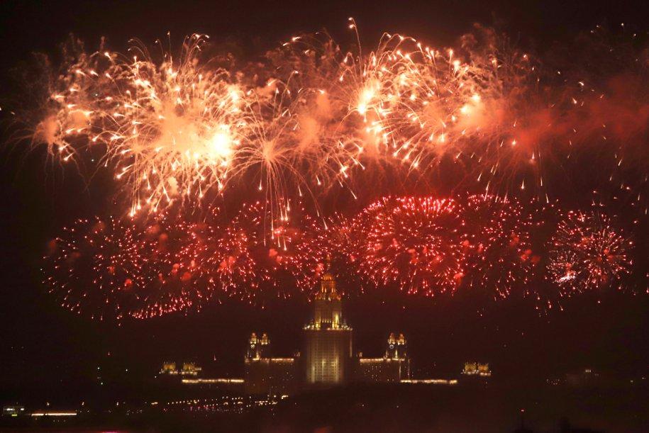 Москвичи смогут посмотреть трансляцию салюта в честь 75-летия Победы на mos.ru