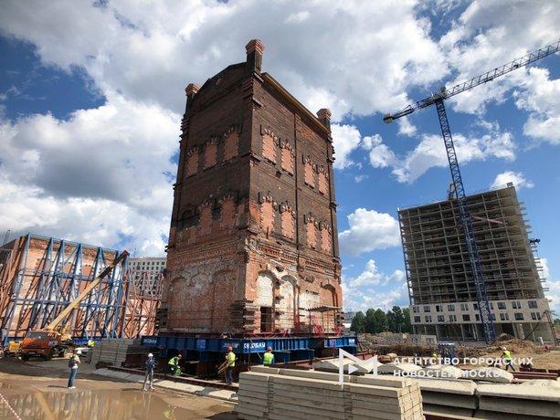 На Складочной улице передвинули водонапорную башню XIX века
