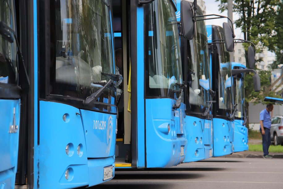 Более 400 новых автобусов начнут перевозить пассажиров до конца года