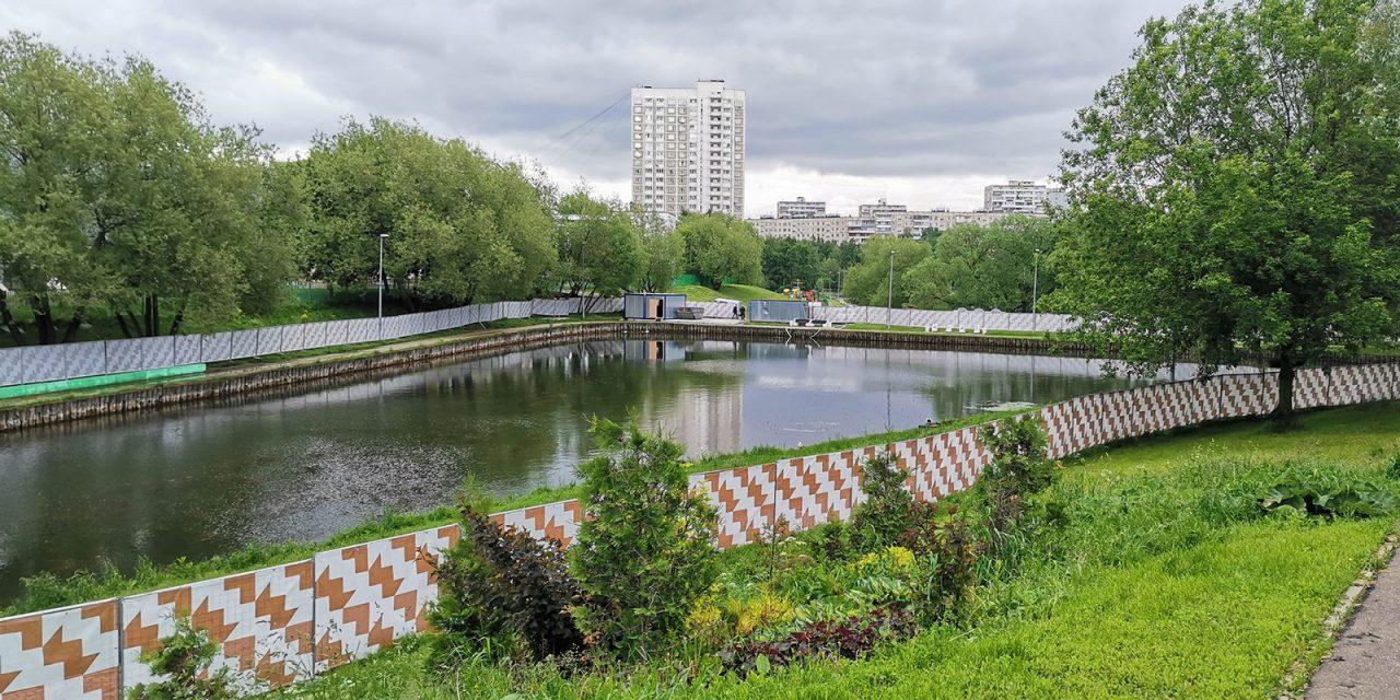 Возобновились работы по благоустройству прудов Москвы