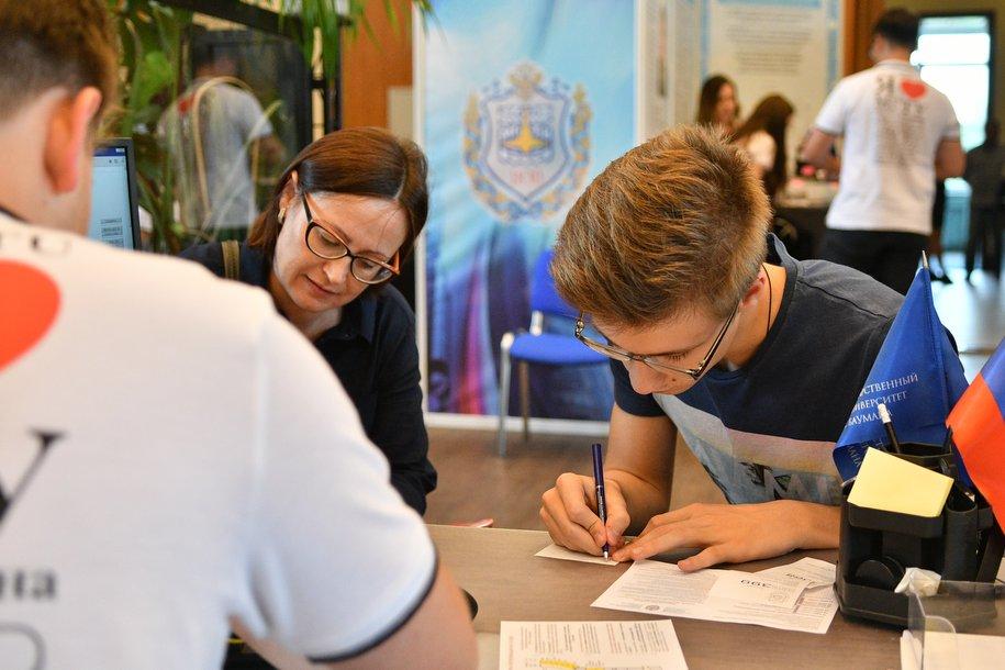 Все сотрудники пунктов приема ЕГЭ в Москве прошли тестирование на новый коронавирус