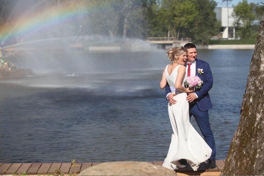 Более 900 пар планируют пожениться в День города в Москве