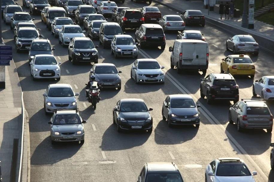 Дептранс предупредил автомобилистов о пробках в сторону области в пятницу вечером