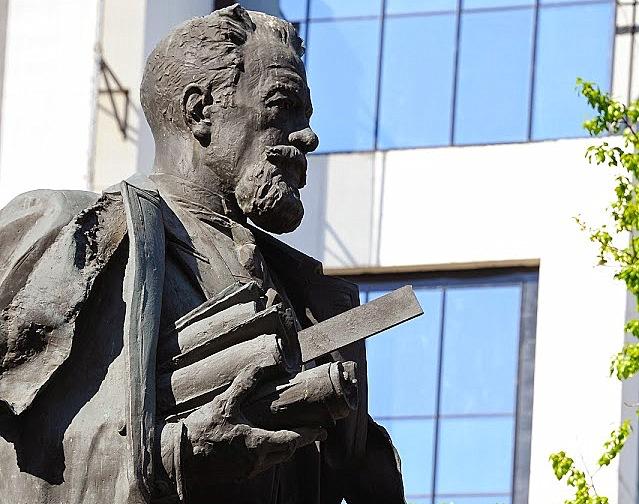 В Москве планируют отреставрировать памятник инженеру Владимиру Шухову