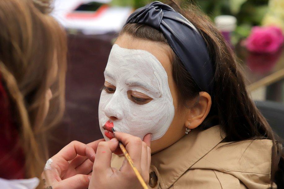 Москвичей призвали носить маски в помещениях правильно