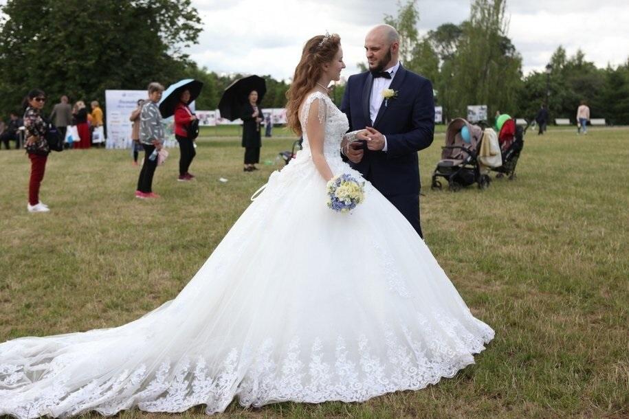 Более тысячи пар поженятся в Москве в день «двух восьмерок»