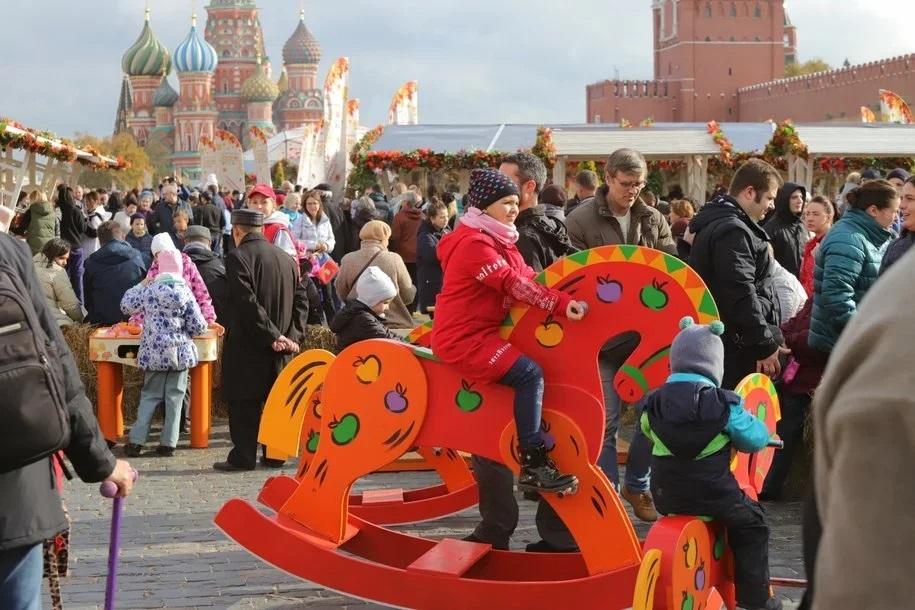 Более 100 ярких арт-объектов украсят праздничные площадки в День города