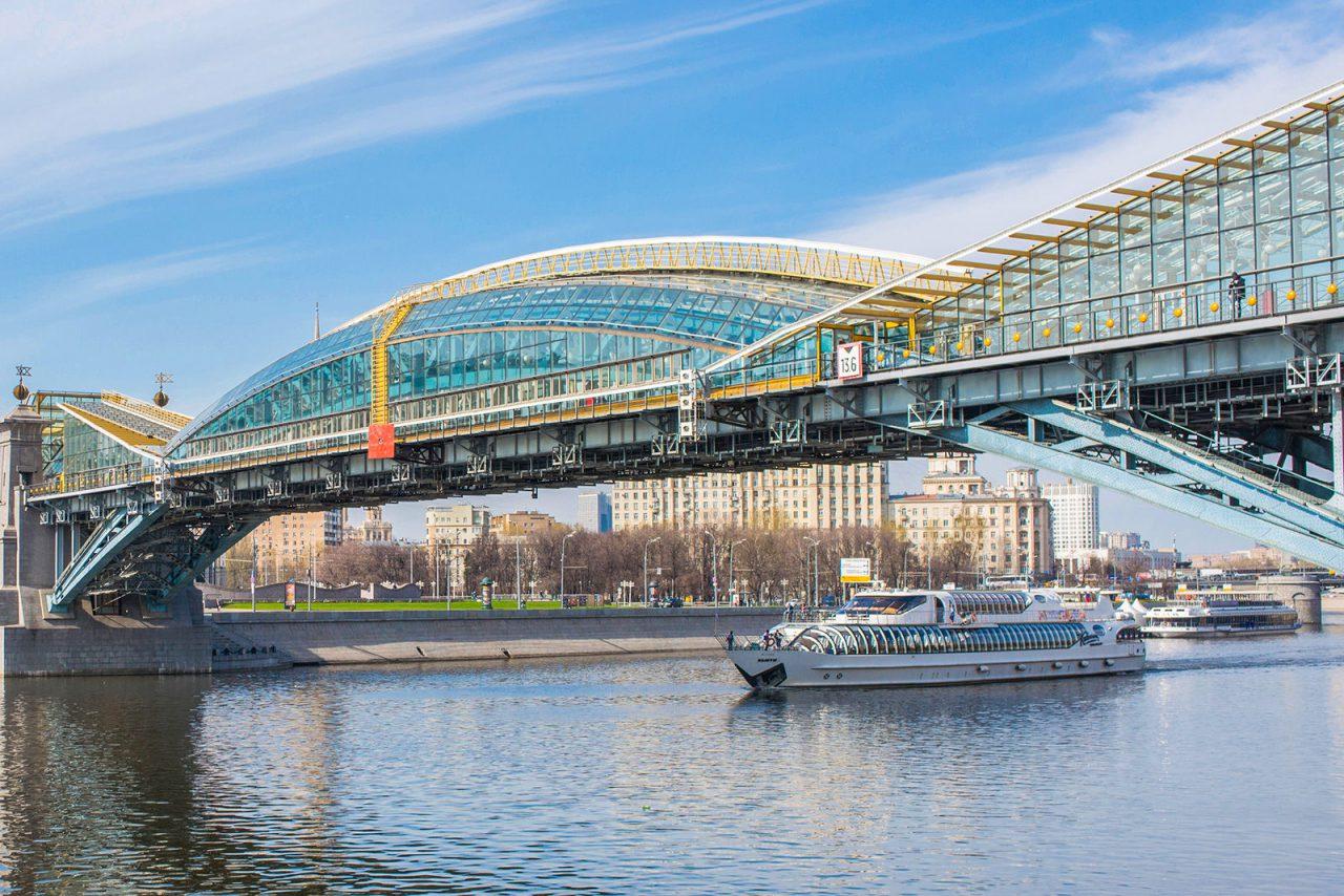 Начался капитальный ремонт пешеходного моста Богдана Хмельницкого в Москве