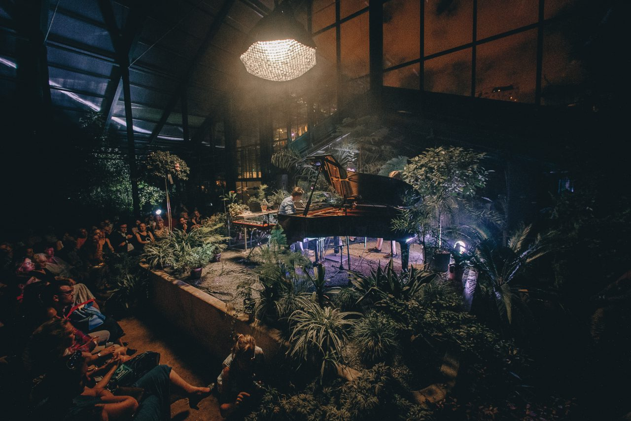 Алёна Свиридова выступит в «Аптекарском огороде» с акустическим концертом