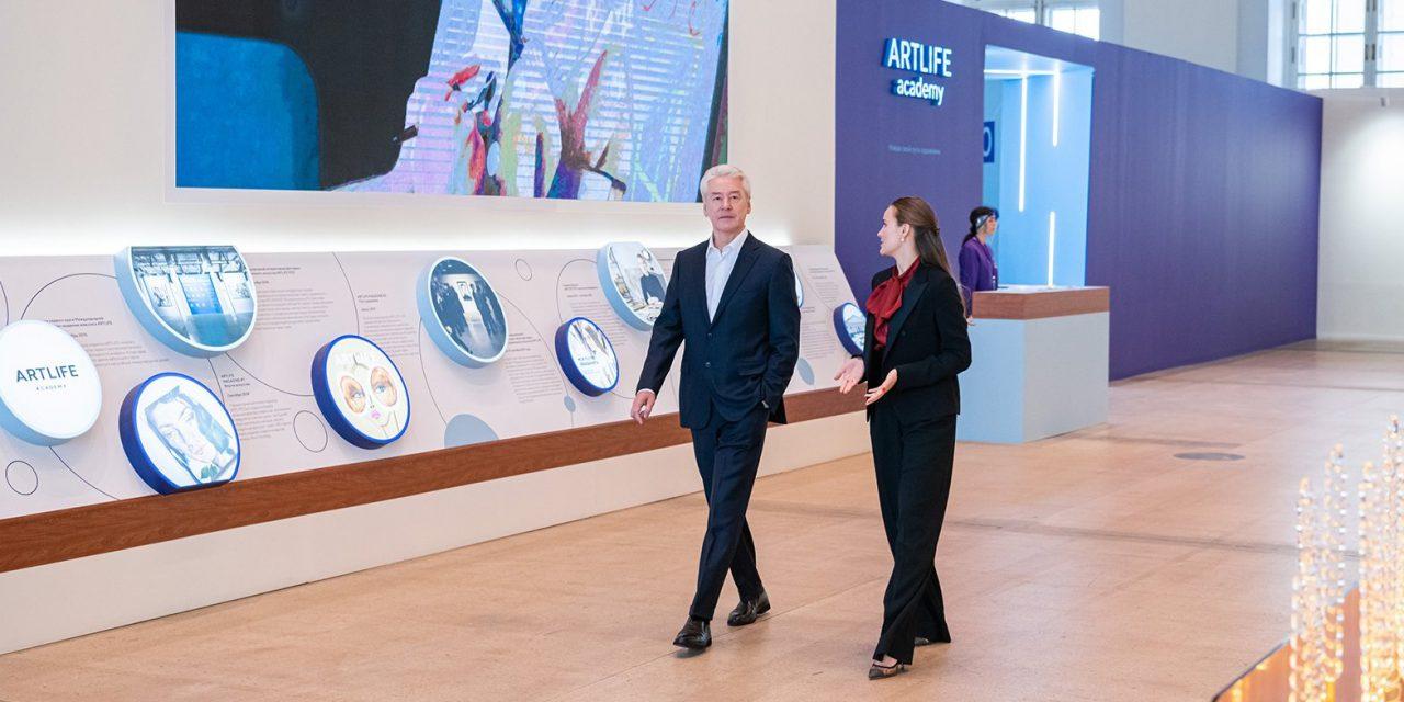 Сергей Собянин посетил фестиваль современного искусства Artlife