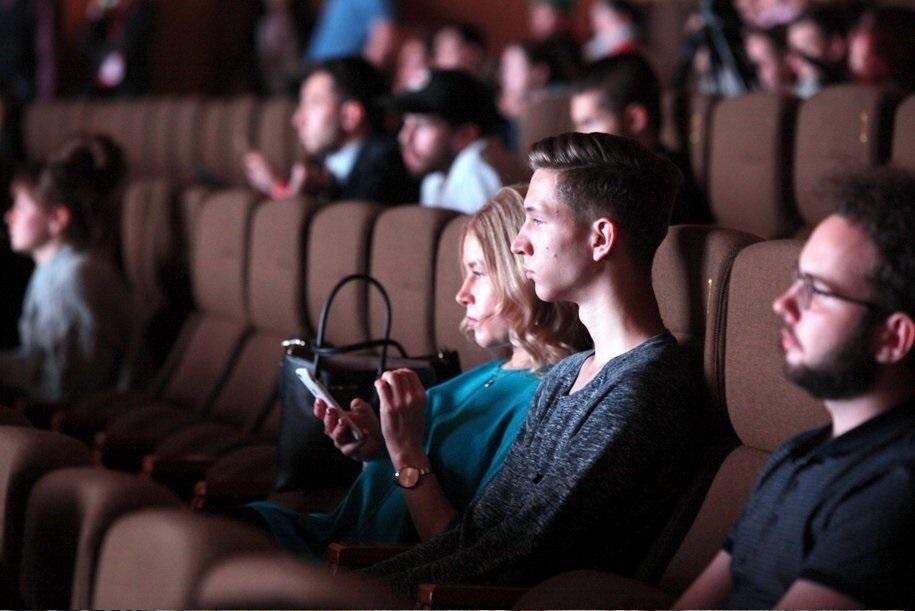 В кинотеатрах России с 1 января запретят запирать двери во время сеансов