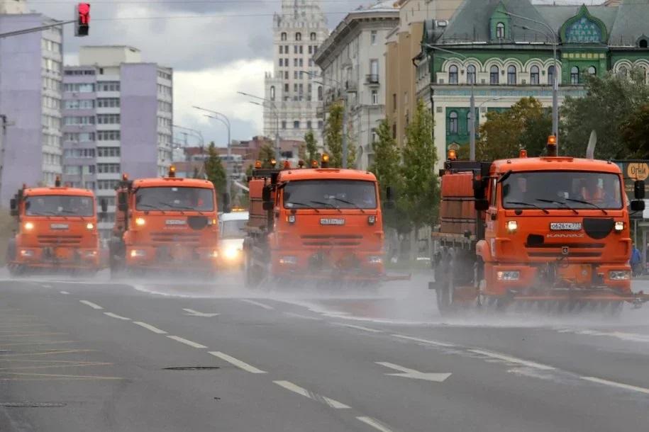 Завтра московские дороги и тротуары промоют с шампунем