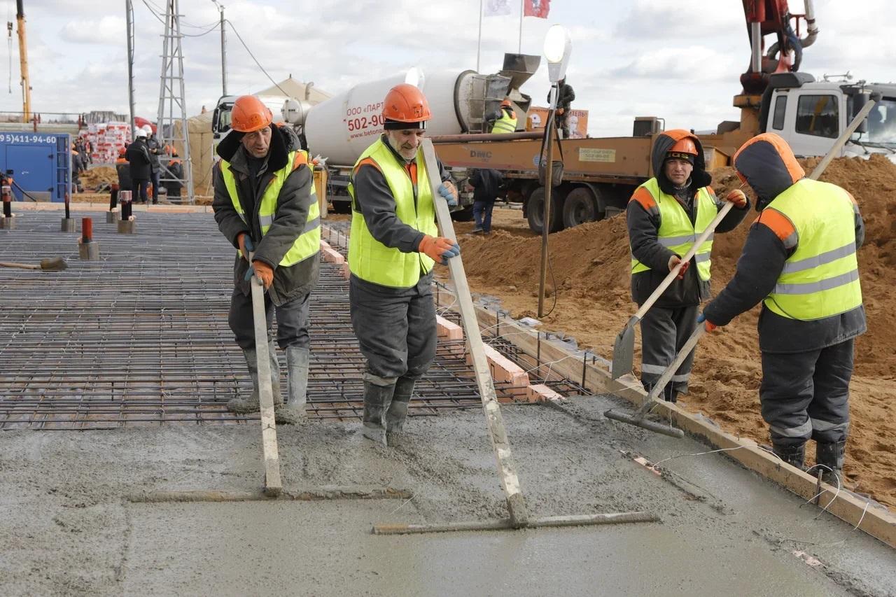 На участке СВХ завершается бетонирование опор моста через реку Яузу