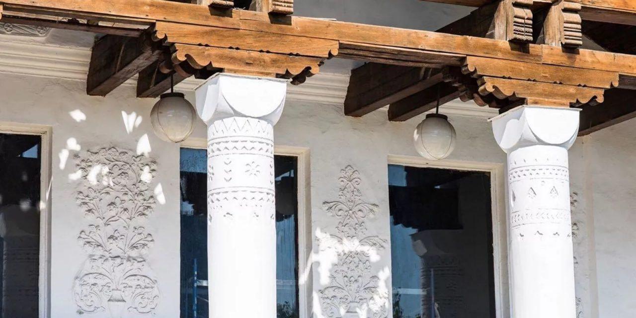 На ВДНХ восстановили исторический фронтон главного входа павильона № 30