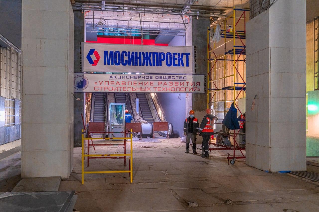 Станция метро «Карамышевская» возводится в северной части Мневниковской поймы