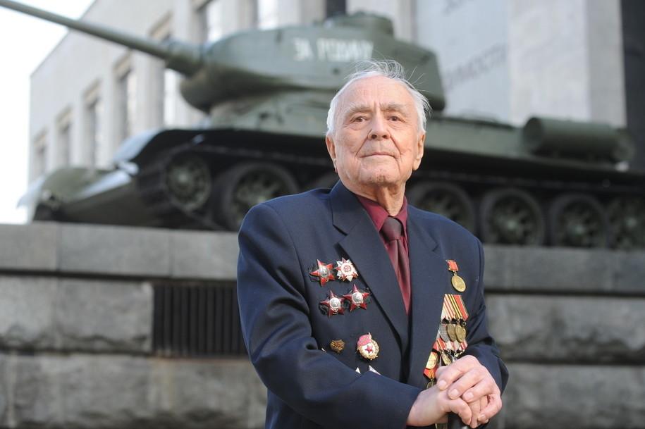 Ветераны ВОВ получат выплаты к годовщине Московской битвы