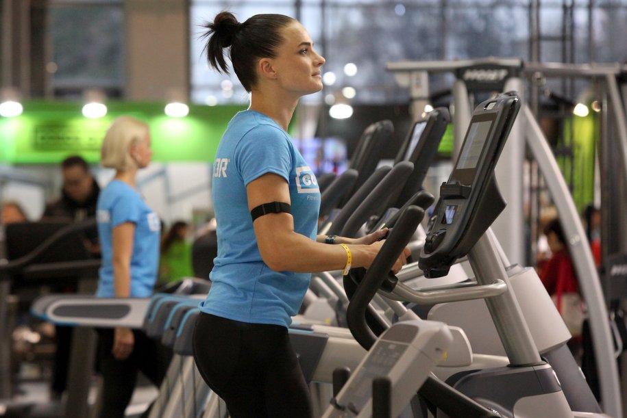 В первой половине октября продажи услуг фитнес-центров в Москве упали на 32%