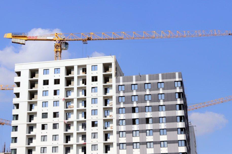 Около 180 домов по реновации возводят в Москве