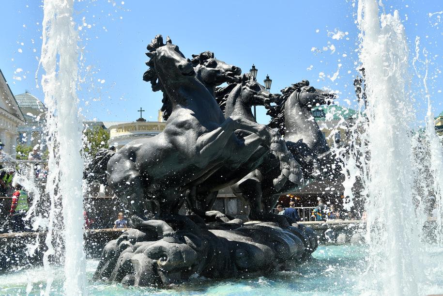 Сезон работы фонтанов продлен в Москве до 10 октября