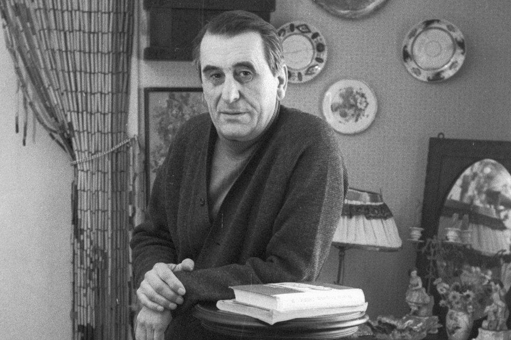 Фотографии и книги с автографом писателя-фронтовика Кондратьева сохранил Музей Победы