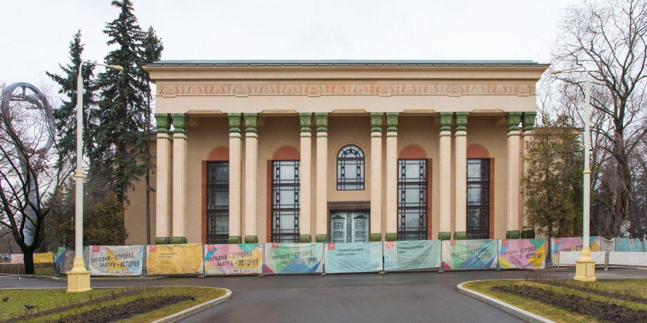 На стенах павильона №5 на ВДНХ восстановили роспись