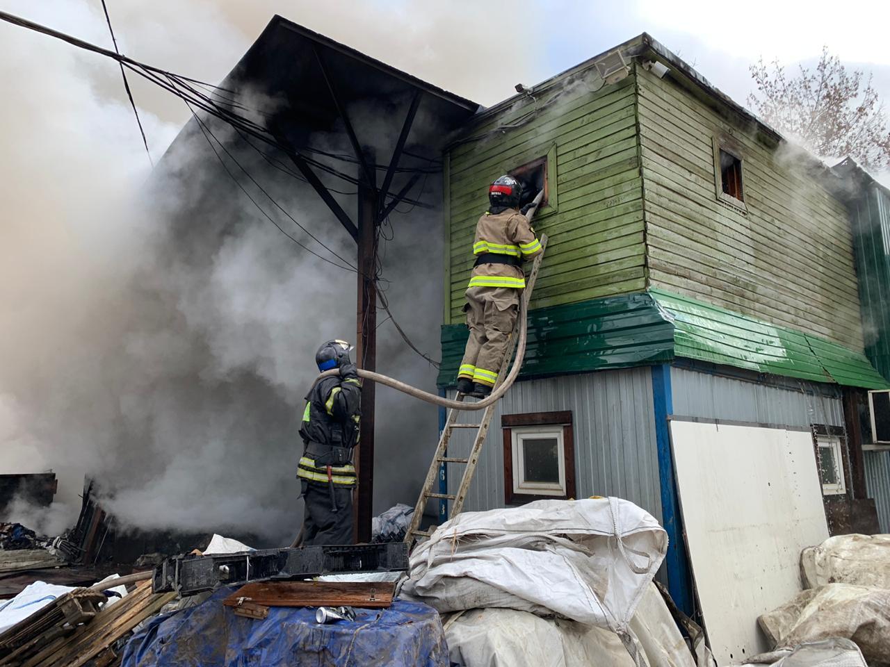 Пожар на территории промзоны в Печатниках ликвидирован