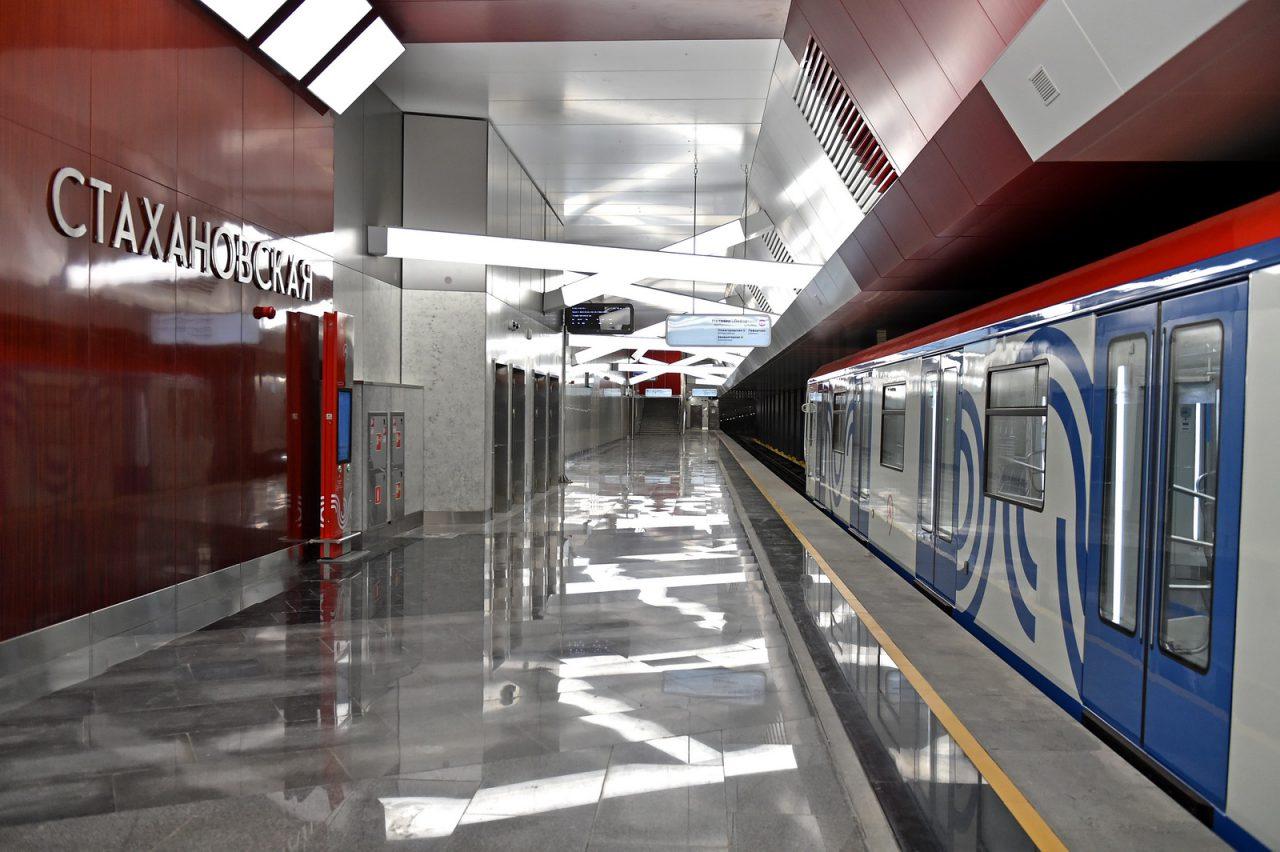 Обзор станции метро «Стахановская»