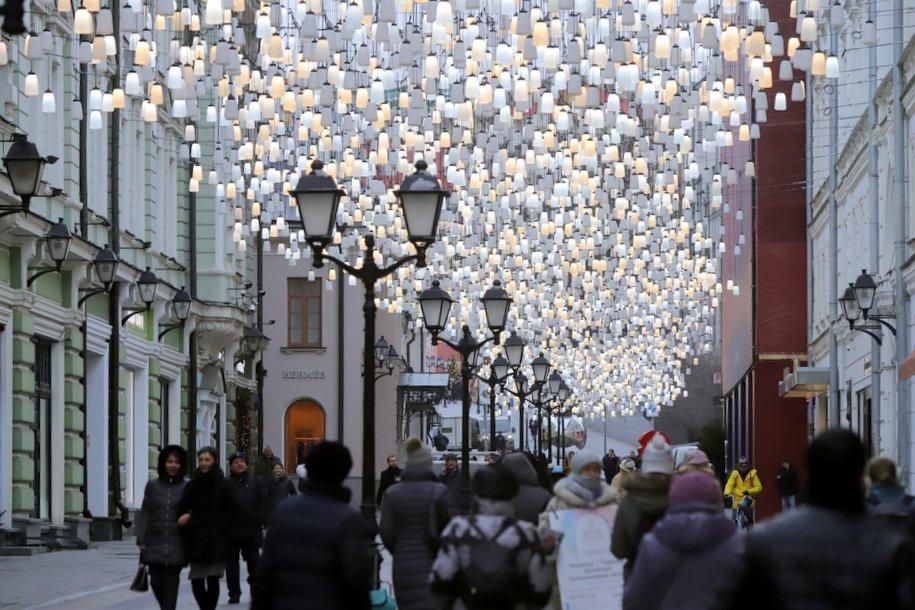 На Никольской улице к Новому году преобразили украшения