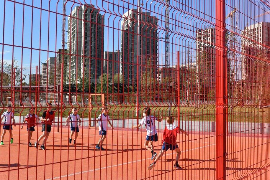Строители приступили к активным работам в спорткомплексе в Некрасовке