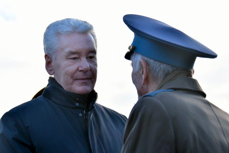 Пожилым москвичам рекомендовали не посещать магазины перед Новым годом