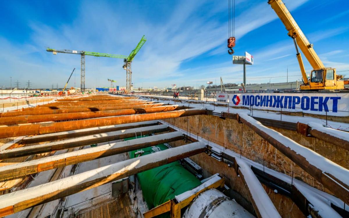Завершается разработка грунта котлована станции метро «Мамыри»